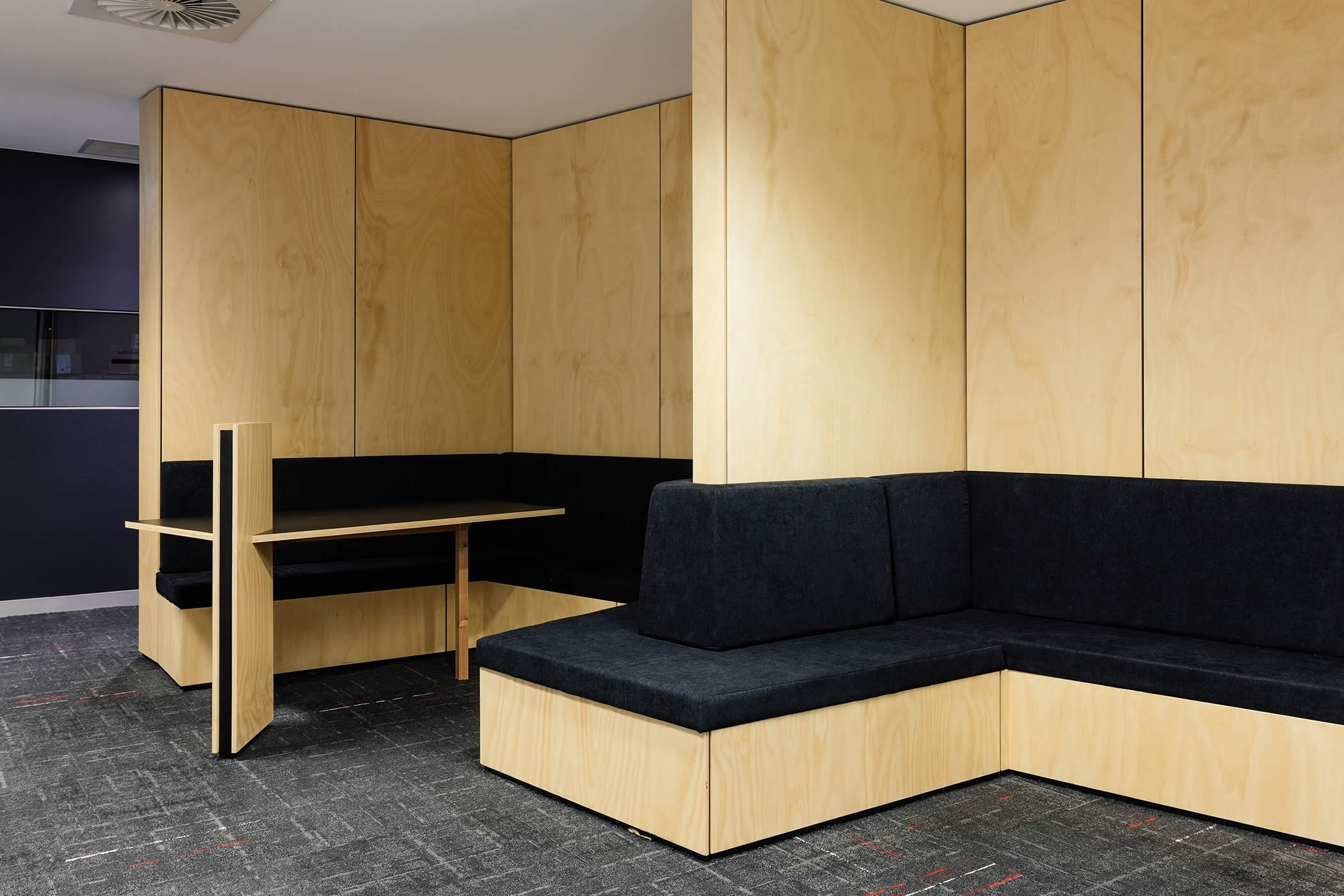 The Media School – University of Tasmania: Built–in alcove seating introduces natural timber for a friendly environment where students congregate for pre and post lesson discussion. Photo by Adam Gibson.
